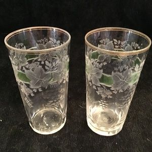 VINTAGE CLEAR & ETCHED GRAPE MOTIF GLASSES W/GREEN